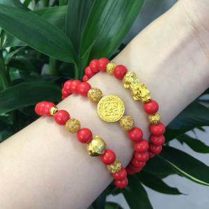 Vòng đá san hô đỏ mix charm vàng 24k