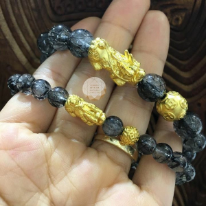Vòng đá thạch anh tóc đen mix charm vàng 24k